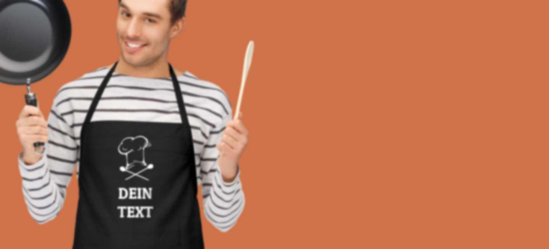 Mann in Küchenschürze mit eigenem Motiv